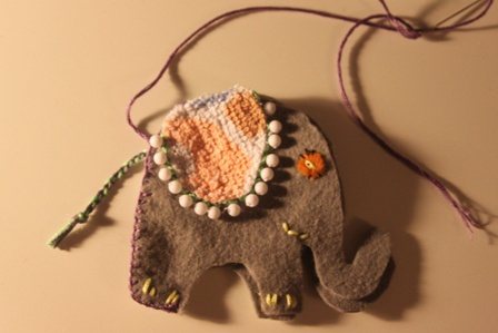 How easy to sew an elephant out of felt